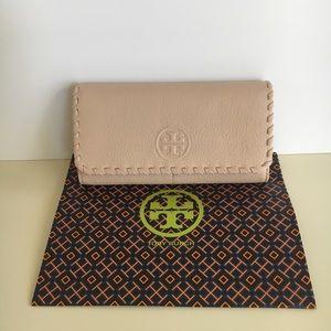 Tory Burch beautiful Marion wallet in light oak